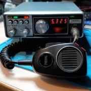 Hoogtepunten uit de 56e Utrechtse Radioronde. Een gereviseerde Yaesu FT-227R op de werkbank van PD3RFR